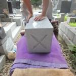 狛江市 お墓のリフォーム。下ごしらえを終え、外柵据付を開始しました。