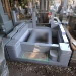 狛江市のお墓工事、真壁石外柵が形になってきました。