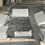川崎市多摩区に建立するお墓外柵が入荷。検品作業を行いました。