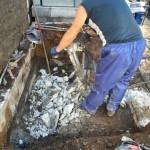 世田谷区の共同墓地 ちょっと遅れがちなお墓の解体工事、3日目
