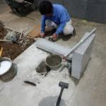 調整する力。お墓工事では、これも大事な要素だと思ったりする。川崎市多摩区の寺院墓地にて。