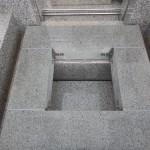 完成すると見えなくなる「お墓の裏事情」、その工事なりのベストを目指す!多摩区での外柵工事の現場にて。