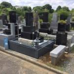 川崎市高津区の緑ヶ丘霊園 大谷石外柵のリフォームが完工です。