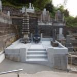 傾斜地に建つお墓のリフォーム工事が終了しました。東京稲城市の寺院墓地