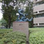 東京の武蔵野市で石のクリーニングと補修作業。