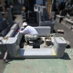川崎市 登戸の寺院墓地で外柵据付作業に入りました