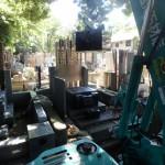 狛江市 寺院墓地で外柵リフォーム工事を開始。まず解体作業!
