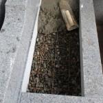 狛江市でのお墓工事、じっくり丁寧にリフォーム進行中