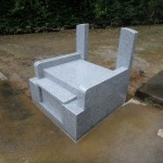 川崎市の墓地 丘カロート式外柵を据付け完了です