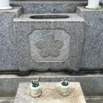 狛江市でのご納骨とお墓に刻んだ家紋の役割について