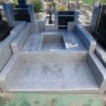 外柵据付は、ほぼ終了。川崎市麻生区の墓所工事。