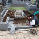 お墓の解体作業中です。川崎市麻生区の寺院墓地
