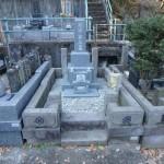 川崎市多摩区の寺院墓地 石塔建立の下作業~免震マットを使用した石塔据付けまで