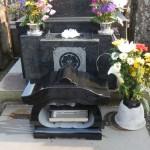ステンレス花筒と御影石製香炉で、お墓参りを気持ちよく♪登戸の寺院墓地でリフォーム作業完了です。