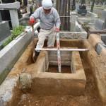 高津区の市営霊園、緑ヶ丘霊園で4㎡墓所の解体作業中です。