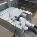 川崎市の寺院墓地にて外柵の据付け。一日の作業工程で配慮すべきこととは