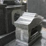 インドのグレー系御影石。狛江市の寺院墓地にて石塔を建立しました