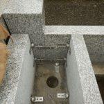 稲城市の寺院墓地で墓所工事。石塔と外柵が建ちあがりました