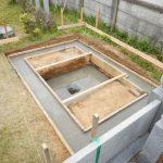 お墓の重さを支える基礎、しっかり施工。麻生区の寺院墓地