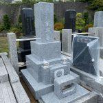 茨城産真壁小目石で和型石塔を建立。稲城市の寺院墓地